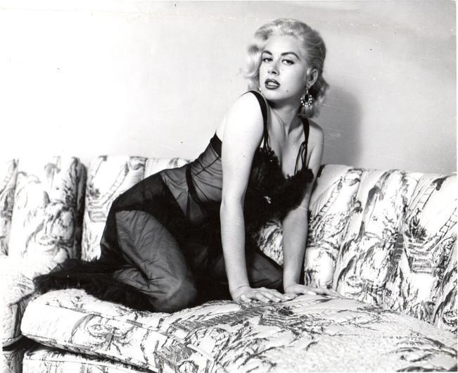 Глория Вандербилт Глория Вандербилт – актриса, художница, писательница, светская дама и одна и