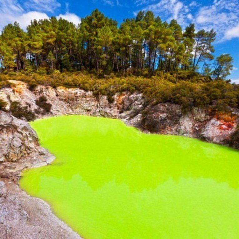 Уаи-о-Тапу представляет собой регион с высокой геотермальной активностью, название которого с языка