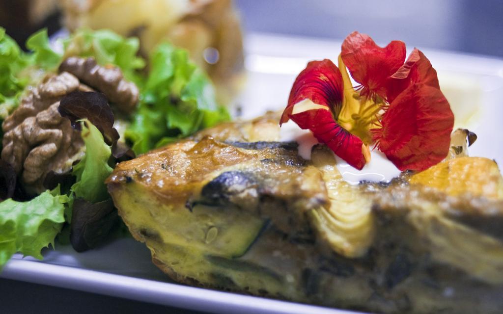 Фриттата — запечённый в духовке омлет с овощами. (Tavallai)