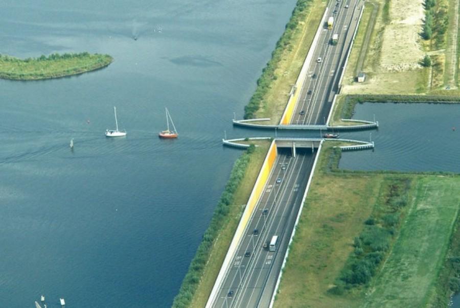 6. Акведук Велувимир Акведук Велувимир расположен неподалеку от Хардервейка, Нидерланды, и пересекае