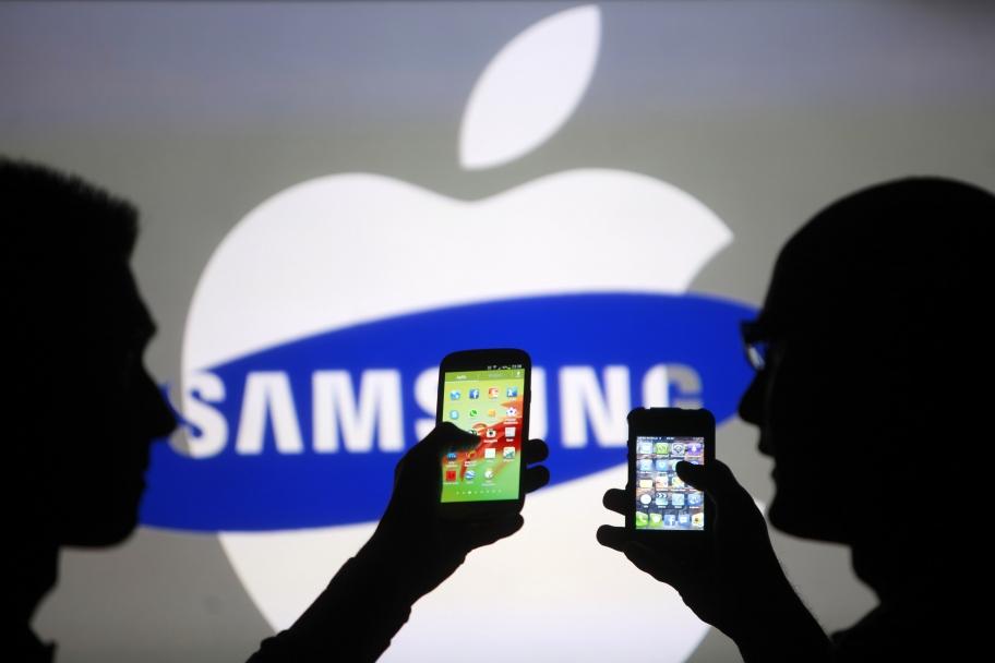 ФАС оштрафовала Самсунг и«Евросеть» засравнение Galaxy S6 спродукцией Apple
