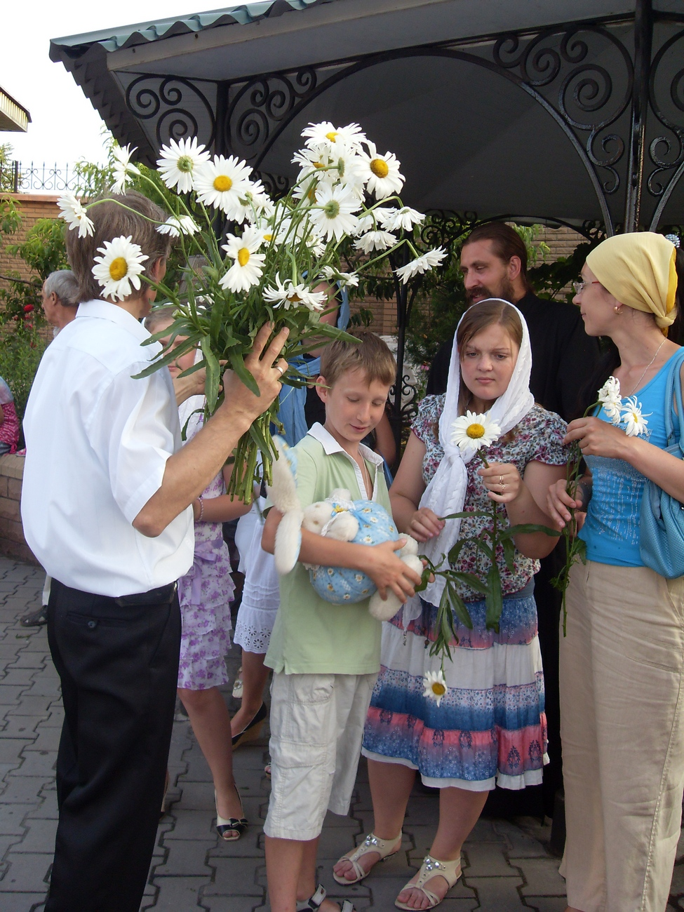 Праздничный концерт в честь праздника святых Петра и Февроньи Муромских в Алчвске 8 июля 2011 г.