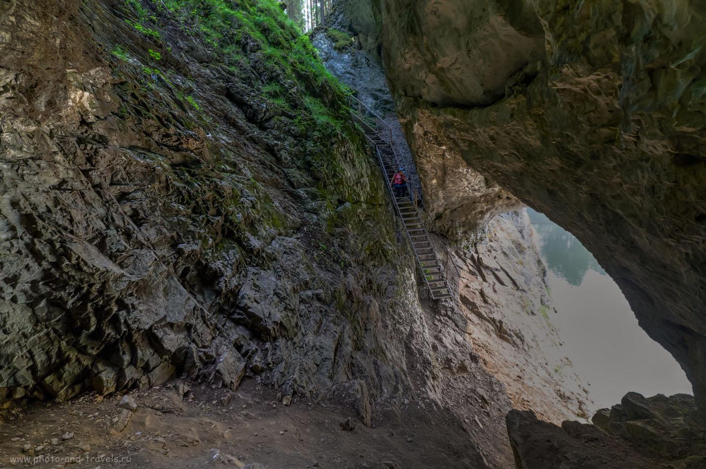 Фотография 29. Лестница с тыльной стороны Карстового моста. Тонмаппинг из одного кадра, снятого с рук. 1/160, 8.0, 3200, 14.