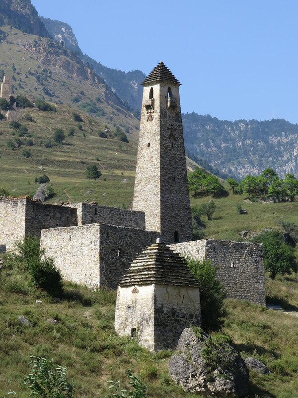 Комплекс зданий с боевой башней, снабженной оберегом, Эгикал