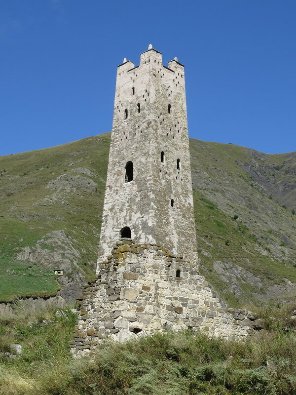 Башня селения Белхане с плоской крышей