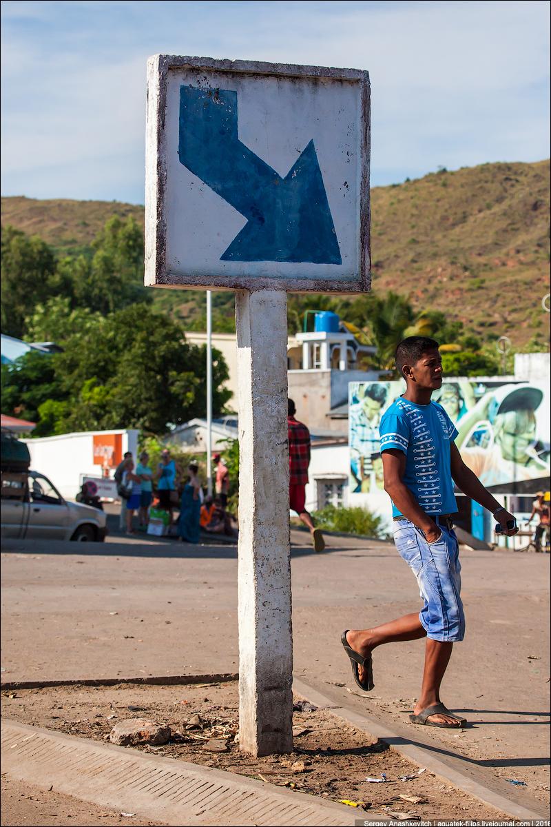 Дорожные знаки на Мадагаскаре
