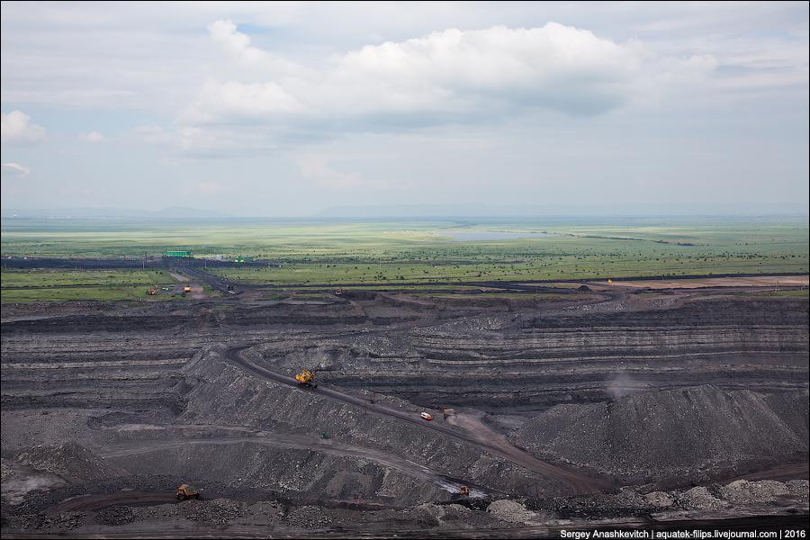 Как добывают уголь в карьере