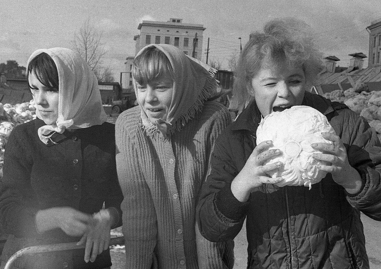 01. Алла Каптан, Таня Деменкова и Наташа Оборотова
