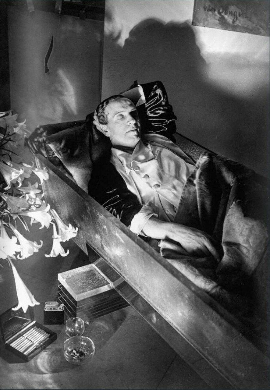 1930. Парикмахер Антуан в своем гробу