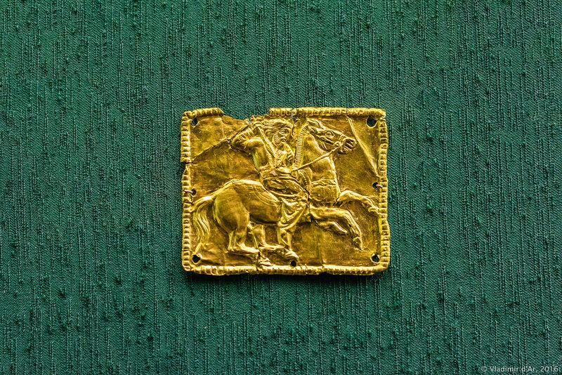 Бляшка нашивная с изображением скифского воина