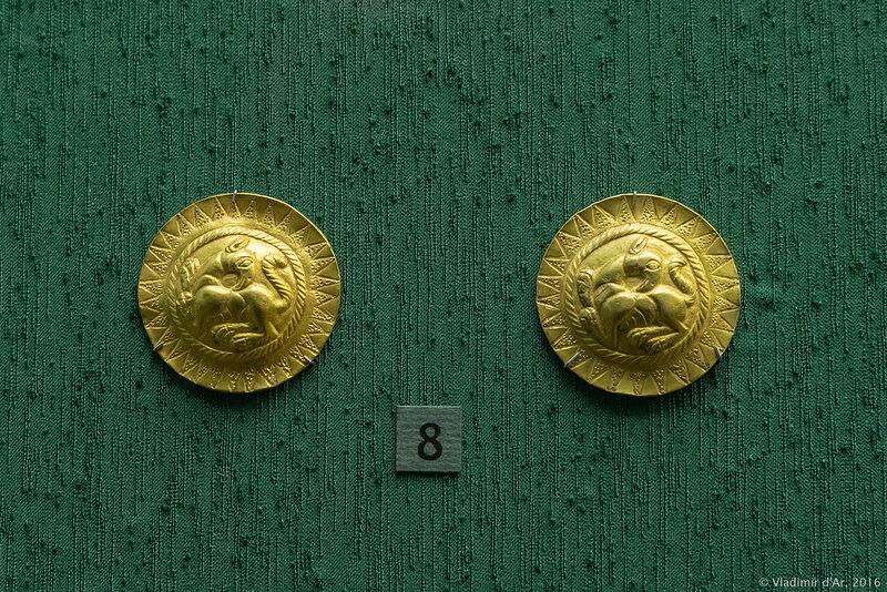Бляхи с рельефным изображением грифонов. II - первая половина I вв. до н.э.