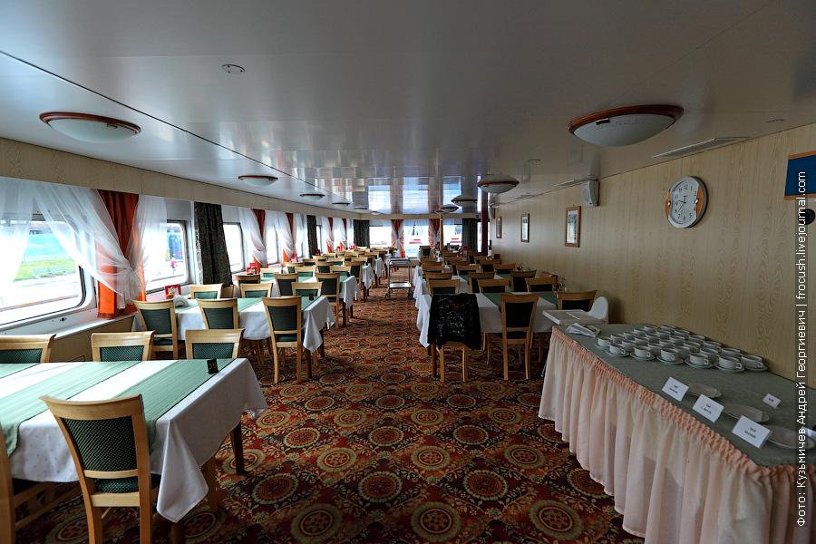 Ресторан «Ладога» в кормовой части средней палубы теплохода «Кронштадт.