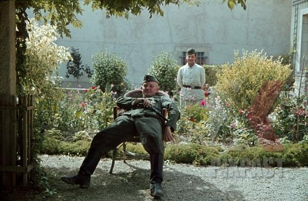 stock-photo-soldier-dagger-garden-france-villa-1940-8746.jpg