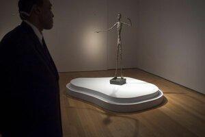 Самой дорогой скульптурой в мире стал «Указывающий человек»