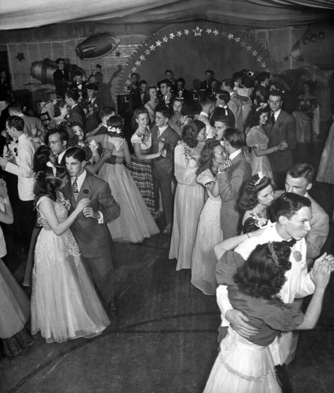 Картинки выпускного вечера перед войной, открытки анимашки доброе