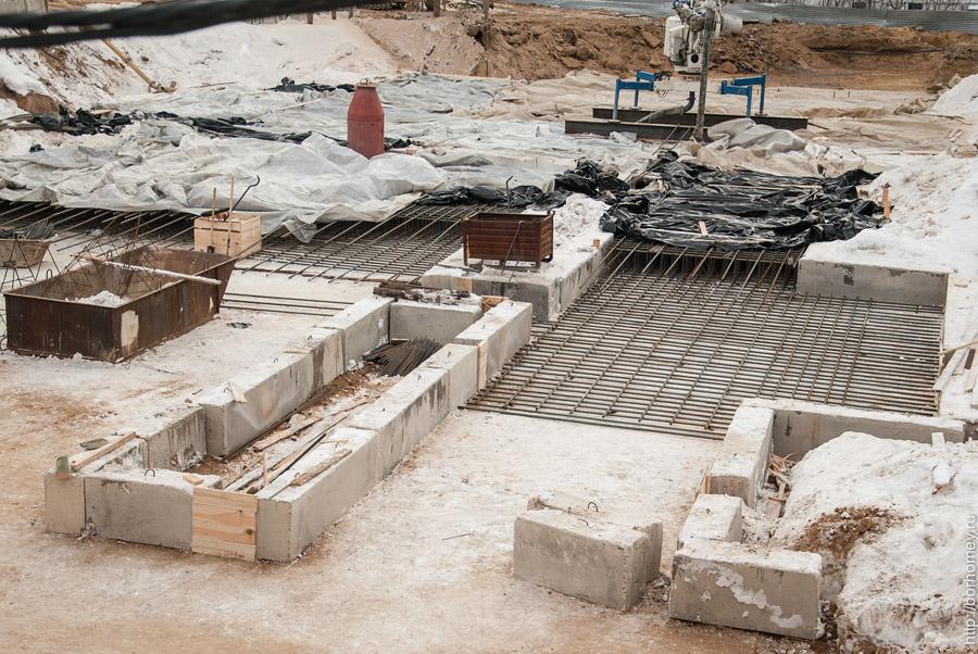 строительство жилого дома - фундамент крупным планом