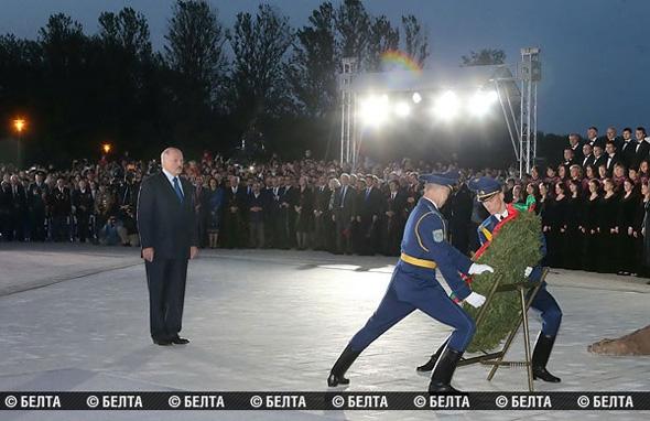 Лукашенко принял участие в открытии мемориального комплекса «Тростенец»