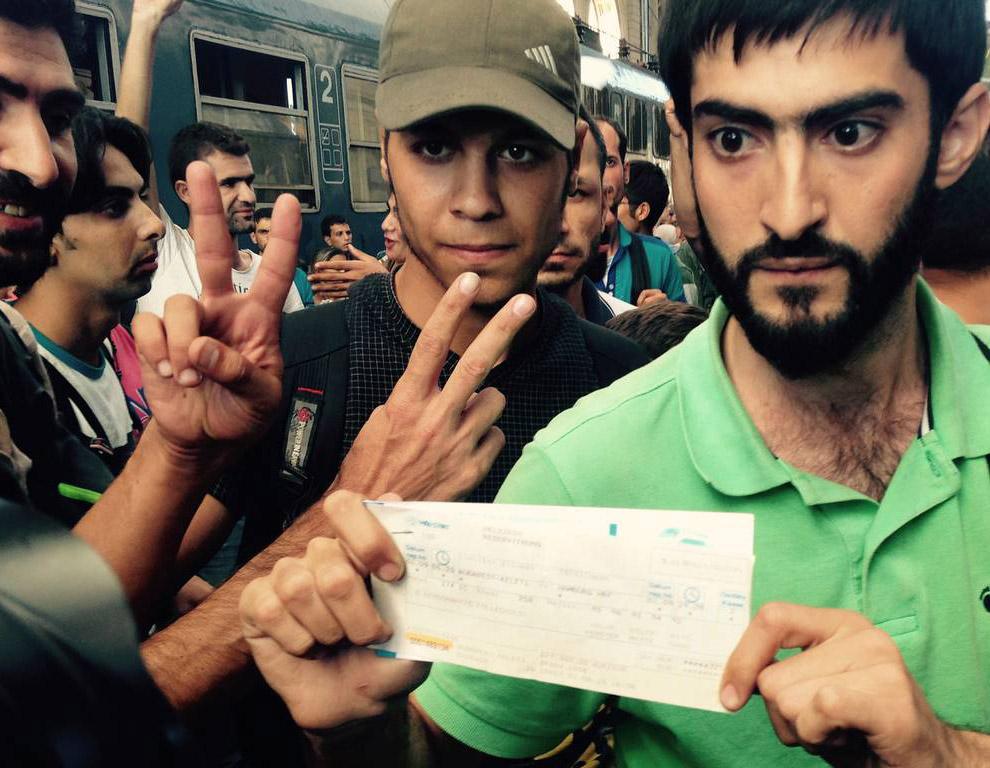 9. Политолог из Скопье Миленко Недельковски считает подозрительным, что 90% мигрантов, которые приез