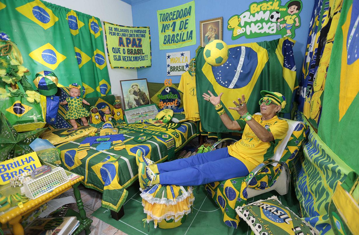 Отчаянная бразильская бабушка-фанатка