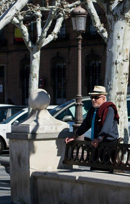 на улицах Алькалы-де-Энарес...