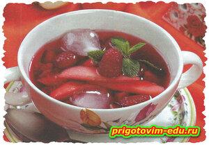 Фруктовый суп со льдом и ягодным сиропом