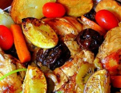 Курица приготовленная с киви и черносливом