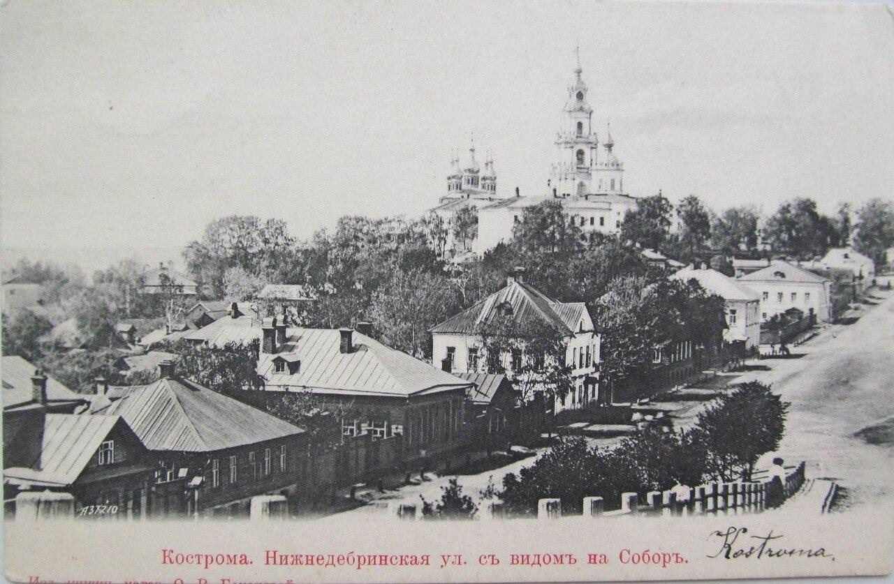Нижнедебринская улица с видом на собор
