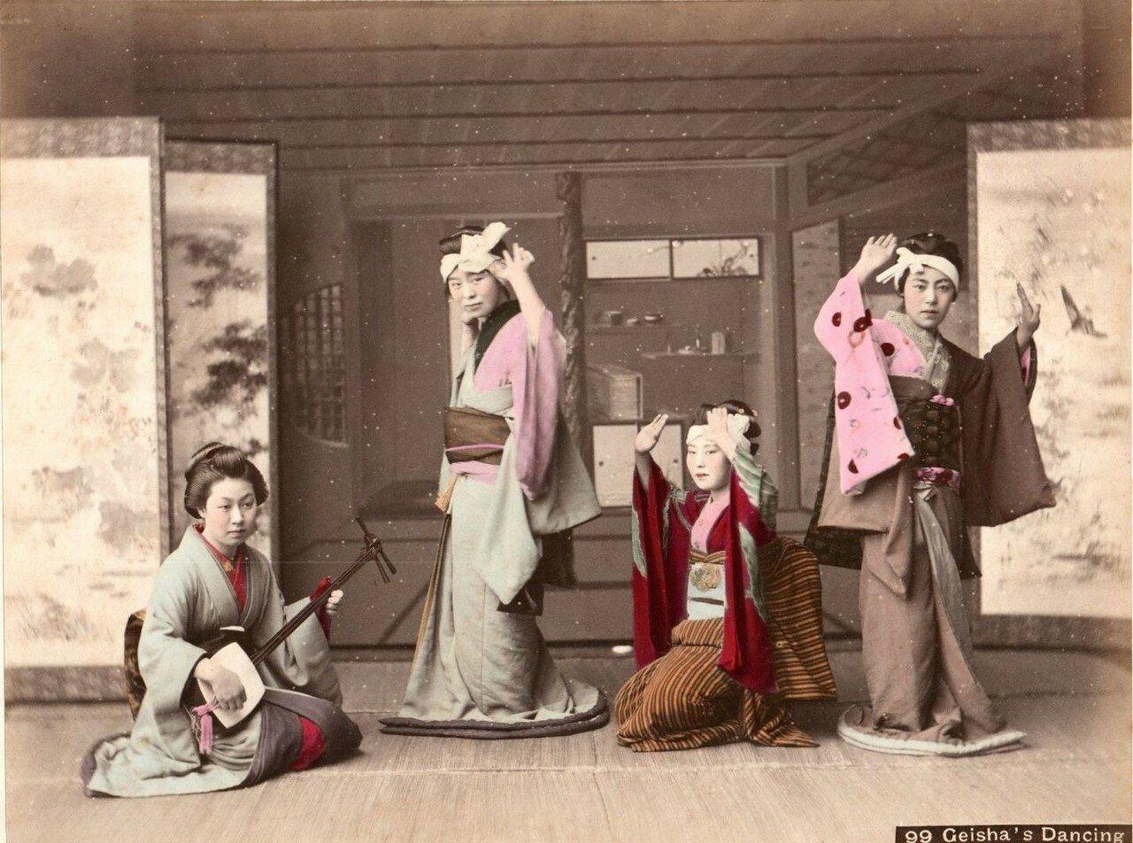 Гейши танцуют