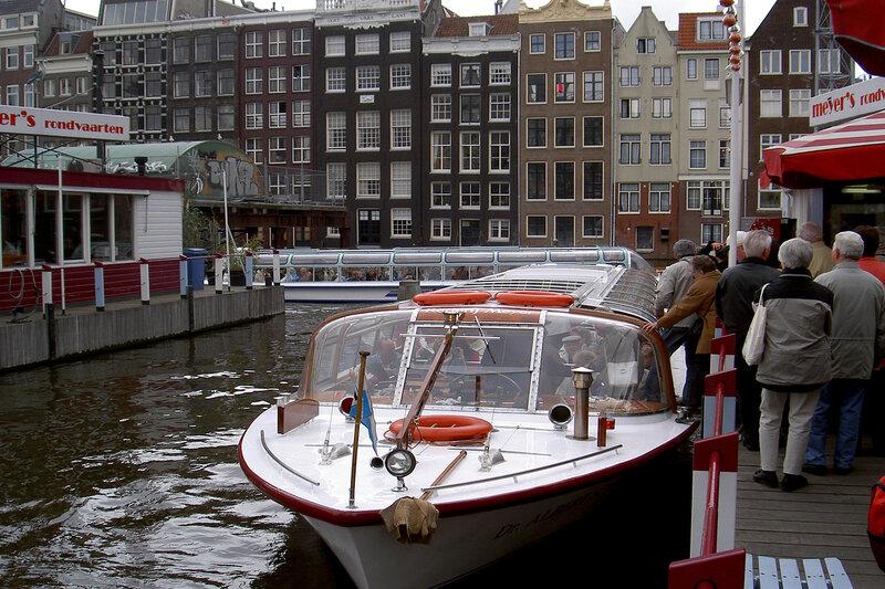 на караблике по Амстердаму