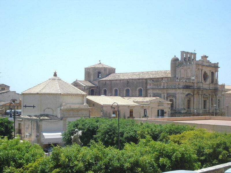004-вид от собора на С.Карло Борромео.jpg