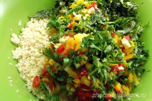 овощи, зелень и кускус для табуле