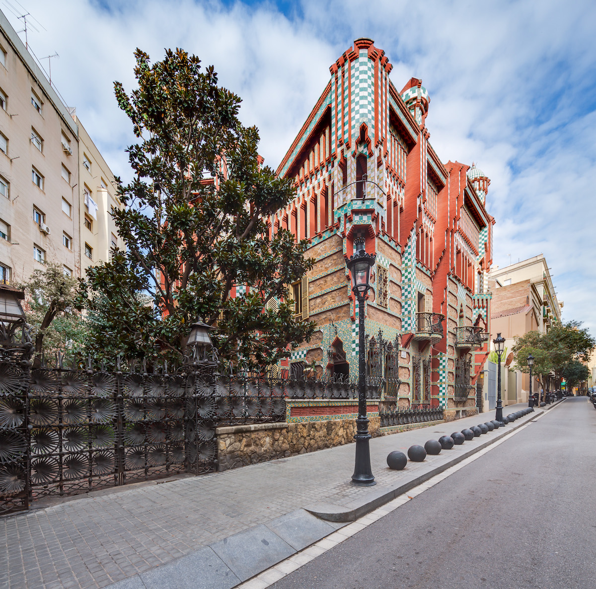 Stunning Gaudi's First Built House in Barcelona (16 pics)