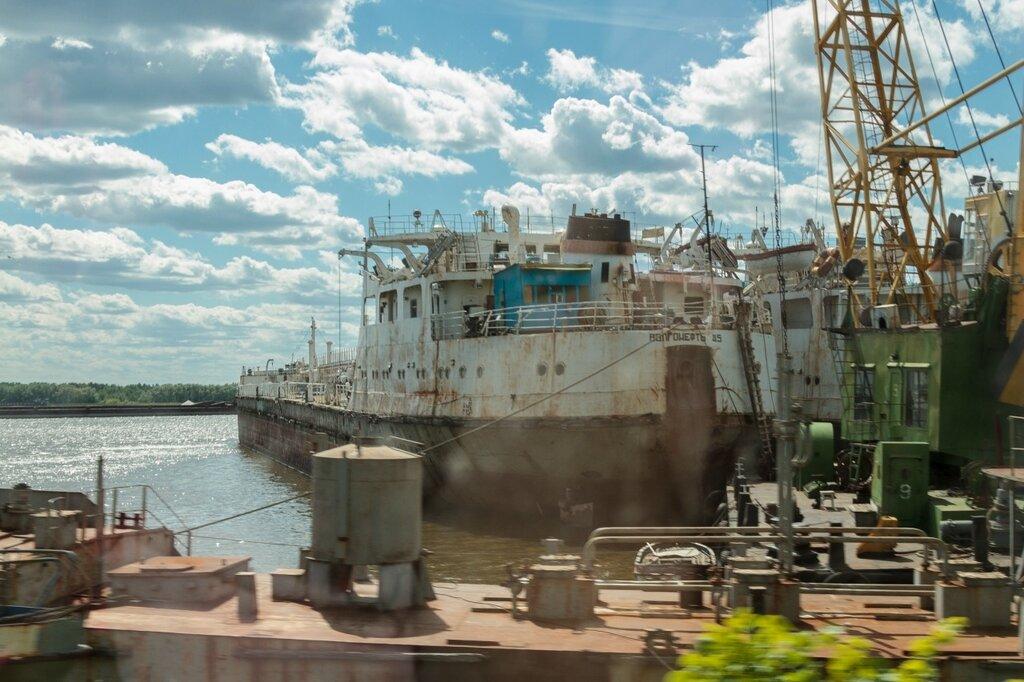 Корабли в судоремонтной базе, Городец