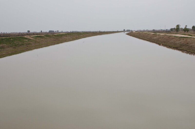 оросительный канал в долине Хэтао, Внутренняя Монголия, Китай