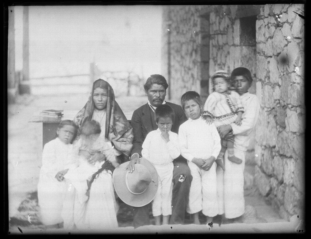 1892-1898. Семья метисов
