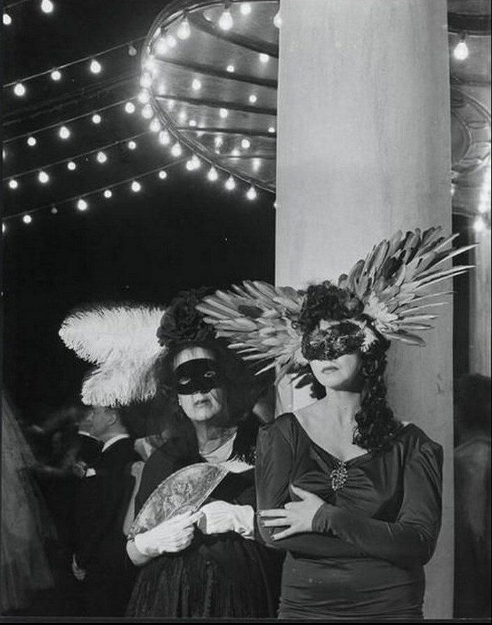 1946. Мари Лаура де Ноайе и Леонор Фини