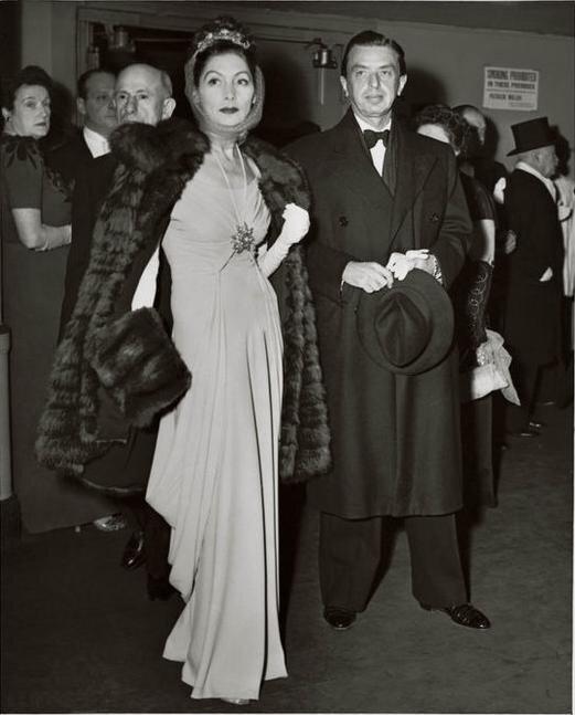 Валентина с супругом отправляются в Метрополитен-Опера на постановку...