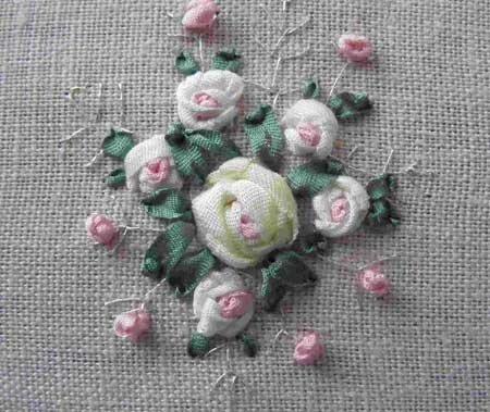 cómo bordar las rosas de cintas