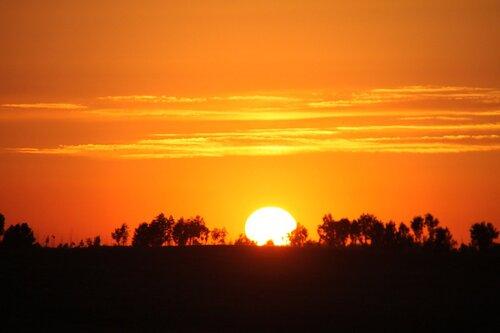 Заход солнца на горизонте