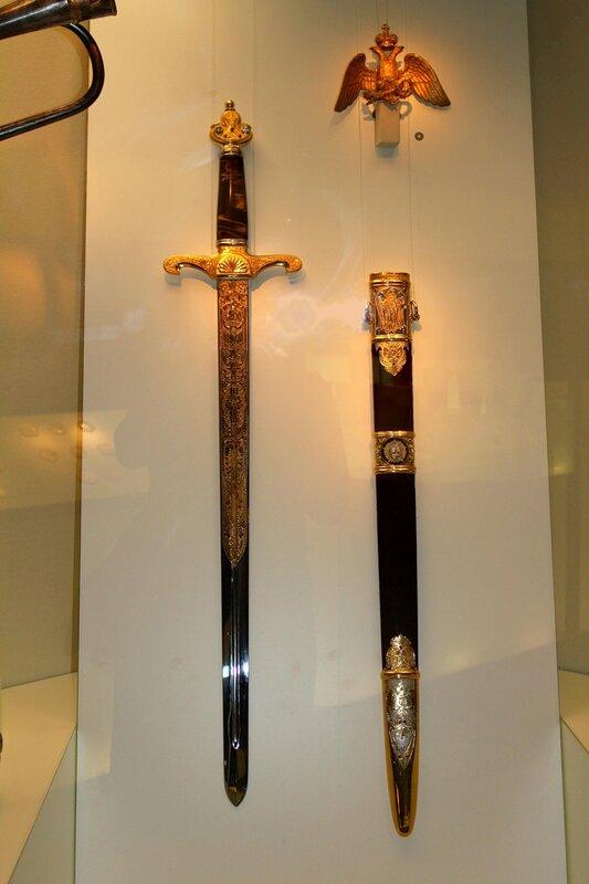Знаменное навершие и меч