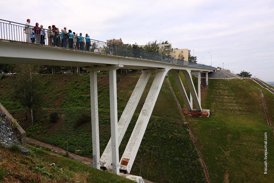 Пешеходный мост над Почтовым съездом
