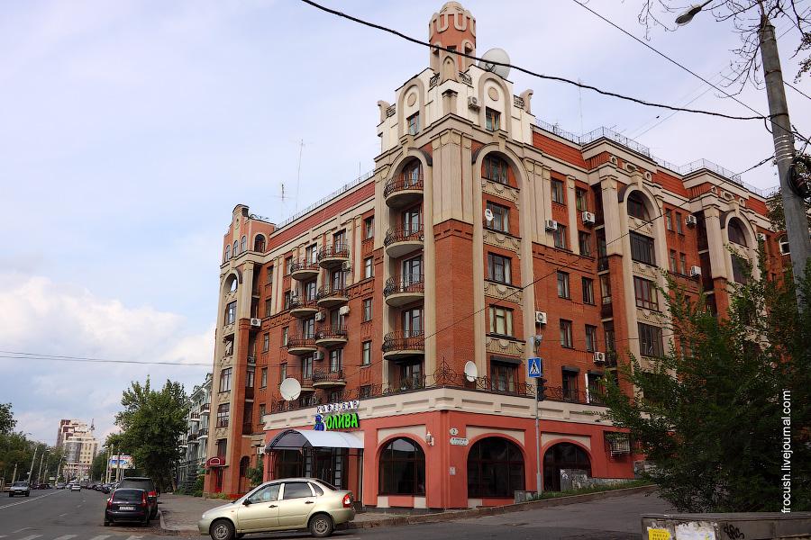 Ленинградская улица, дом 2. Жилой дом.