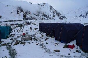 базовый лагерь после снегопада 31 июля 2010