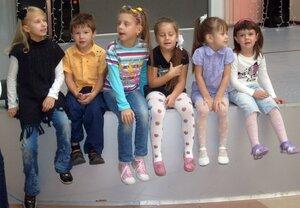 Группа малышей в студии ТВИСТ