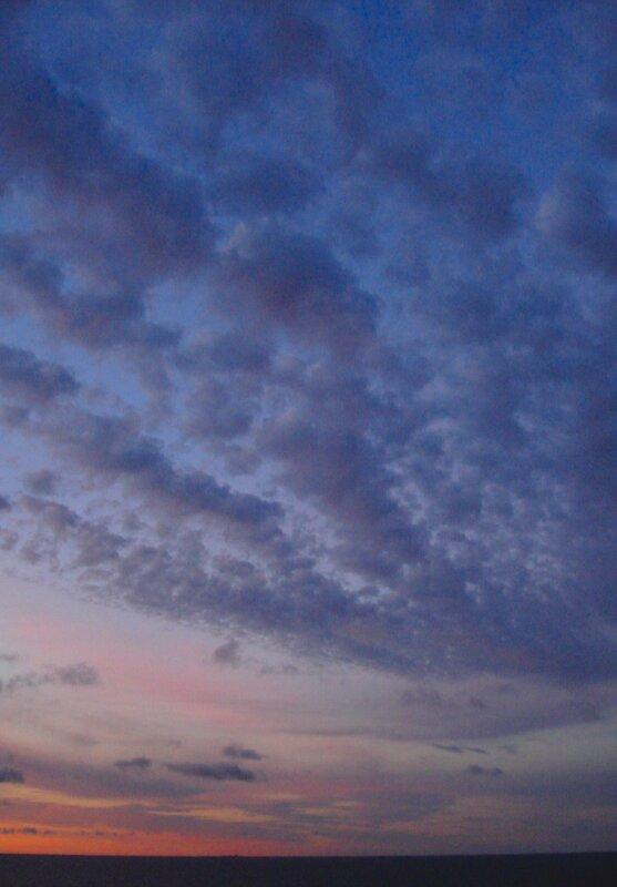 ЮГО-ВОСТОК, за десять минут до восхода солнца