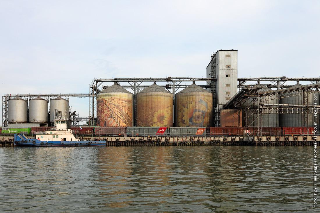 Проходим причалы маслоэкстракционного завода «Юг Руси»