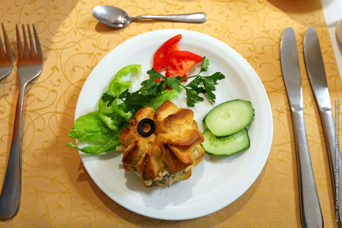 Закуска «Черная жемчужина» чем кормят в ресторане во время круиза на теплоходе Русь Великая