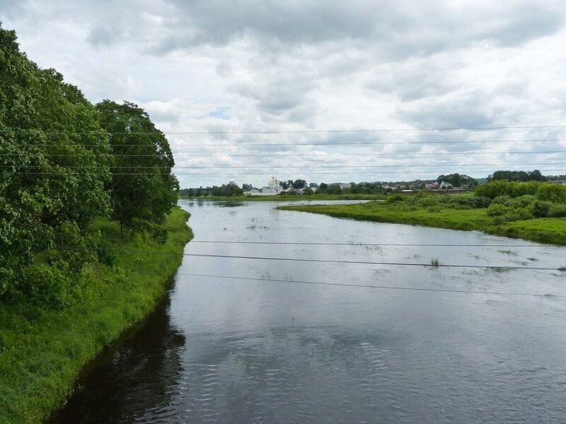 Остров. Вид с мостов на реку Великую