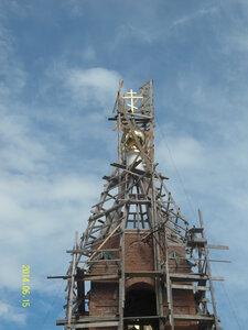 Крест на храм в селе Рябчи воздвигнут. 15.06.2014г.