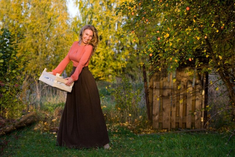 женщина с большой осенью грудью